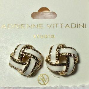 🌻3/$20 Adrienne Vittadini White Gold Knot